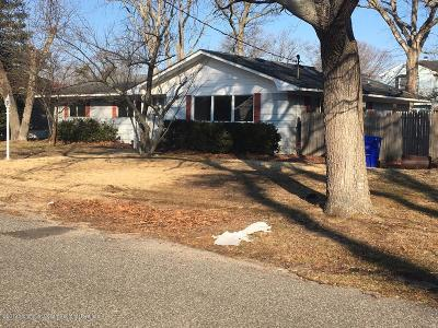 Brick Single Family Home Under Contract: 654 Thoroughfare Road