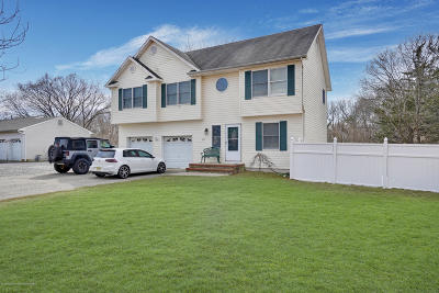 Toms River Single Family Home For Sale: 695 Bay Avenue