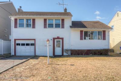 Brick Single Family Home For Sale: 15 Navarra Drive