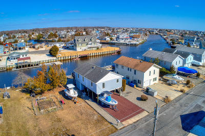 Single Family Home Under Contract: 21 S Dayton Drive