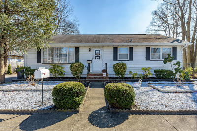 Toms River Single Family Home For Sale: 1903 Birchbark Place
