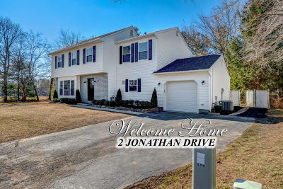 Monmouth County Single Family Home For Sale: 2 Jonathan Drive