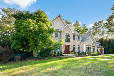 Monmouth County Single Family Home For Sale: 2 Victorian Woods Drive