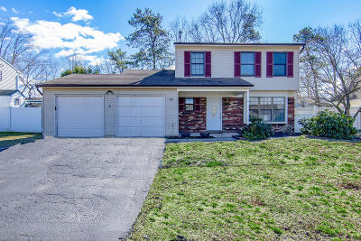 Monmouth County Single Family Home For Sale: 12 Stratton Drive