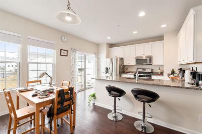 Eatontown Condo/Townhouse For Sale: 153 Waypoint Drive #2102