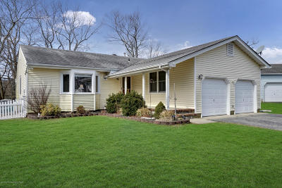 Toms River Single Family Home For Sale: 51 Theresa Court