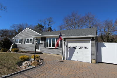 Ocean Single Family Home For Sale: 122 Village Way