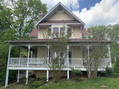 Single Family Home For Sale: 4 Oak Hill Drive