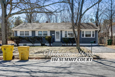 Lakewood Single Family Home For Sale: 104 Summit Court