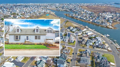 Manasquan Single Family Home For Sale: 390 River Place