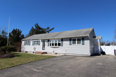Toms River Single Family Home For Sale: 190 Sharon Drive