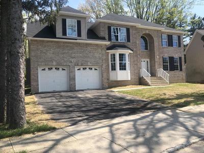Marlboro Single Family Home For Sale: 4 Tall Oaks Court
