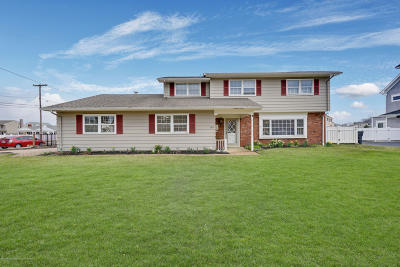 Brick Single Family Home For Sale: 184 Manorside Drive