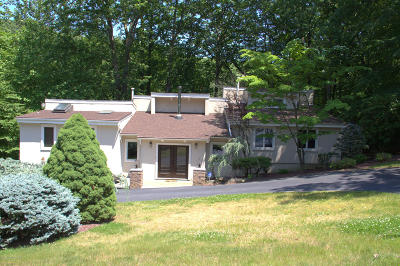Holmdel Single Family Home For Sale: 24 Mount Drive