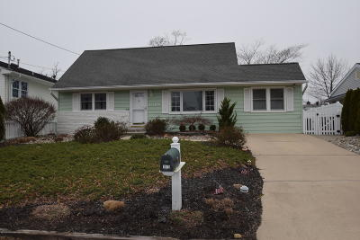 Point Pleasant, Point Pleasant Beach Single Family Home Under Contract: 1519 Treeneedle Road