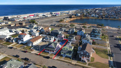 Point Pleasant Single Family Home For Sale: 32 Central Avenue #D
