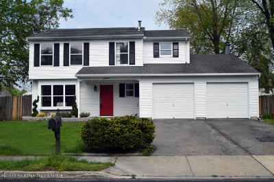 Howell Single Family Home For Sale: 66 Starlight Road