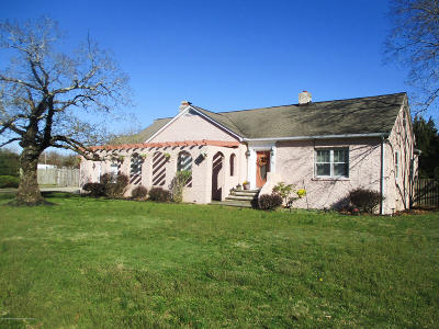 Toms River Single Family Home For Sale: 65 Riverwood Drive