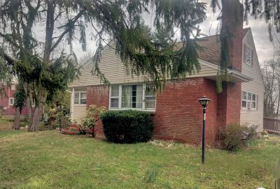 Middletown Single Family Home For Sale: 39 Chapel Hill Road