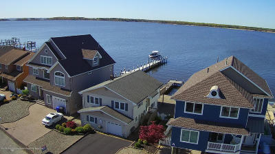 Toms River Single Family Home For Sale: 217 Bay Stream Drive