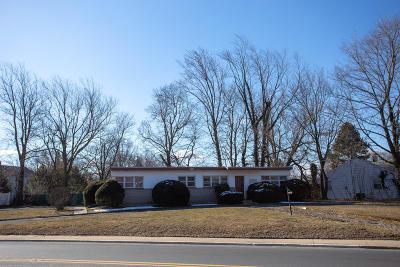 Eatontown NJ Single Family Home For Sale: $375,000