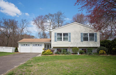 Howell Single Family Home For Sale: 13 Colonial Court