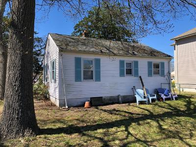 Toms River Single Family Home For Sale: 37 Harbor View Lane