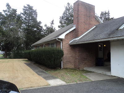 Burlington NJ Single Family Home For Sale: $189,000