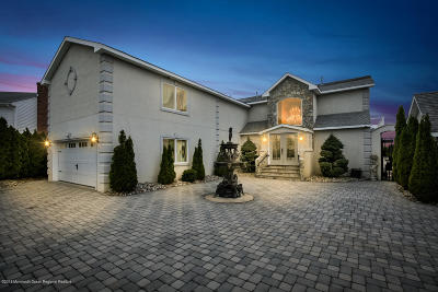 Single Family Home For Sale: 3 Lagoon Drive