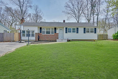 Toms River Single Family Home For Sale: 32 Oakside Drive