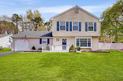 Toms River Single Family Home For Sale: 102 Cayuga Court