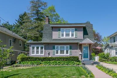 Freehold Single Family Home For Sale: 10 Cottage Place
