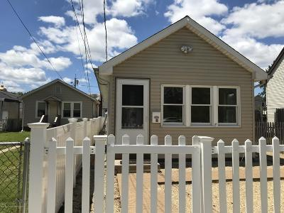 Monmouth County Single Family Home For Sale: 19 Lincoln Court