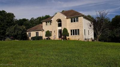 Holmdel Single Family Home For Sale: 8 Crestwood Court