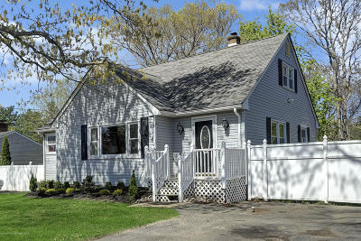 Brick Single Family Home Under Contract: 22 Pinewood Drive