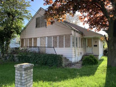 Middletown Single Family Home Under Contract: 30 Vineyard Avenue