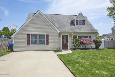 Middletown Single Family Home Under Contract: 122 Shoreland Terrace