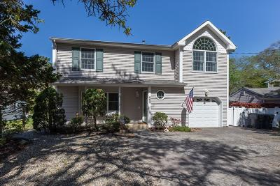 Brick Single Family Home For Sale: 502 Yew Drive