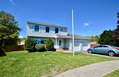 Toms River Single Family Home For Sale: 204 Princeton Court
