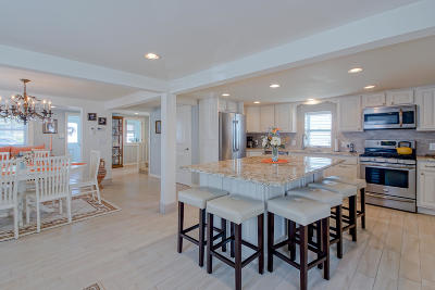 Point Pleasant Beach Single Family Home For Sale: 102 Niblick Street