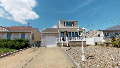 Toms River Single Family Home For Sale: 2522 Hiering Road