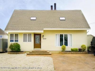 Toms River Single Family Home For Sale: 3210 Beachview Drive