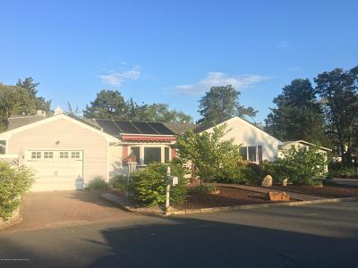 Toms River Single Family Home For Sale: 27 Pine Brook Drive