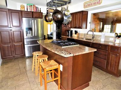 Howell Single Family Home For Sale: 18 Silversmith Court