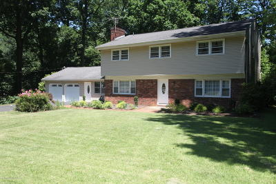 Holmdel Single Family Home For Sale: 2 Galewood Drive