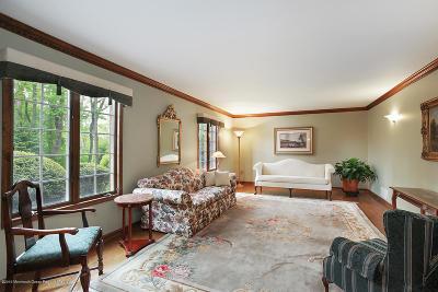 Holmdel NJ Single Family Home For Sale: $900,000