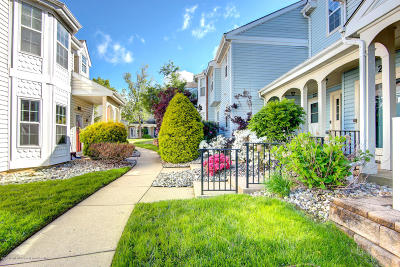 Freehold Condo/Townhouse For Sale: 27 Tulip Lane