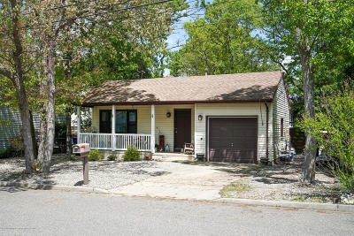 Toms River Single Family Home For Sale: 1920 Ravenwood Drive