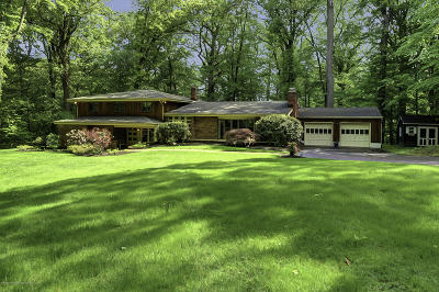Holmdel Single Family Home Under Contract: 7 Forest Park Court