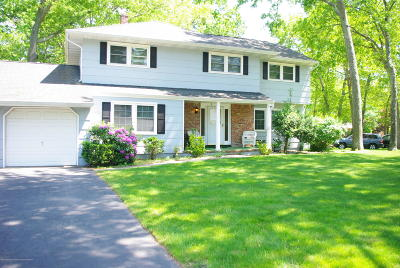 Toms River Single Family Home For Sale: 32 Hummingbird Lane